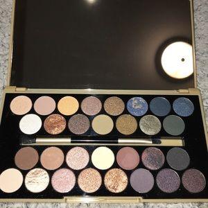 30 shade makeup revolution eyeshadow pallete